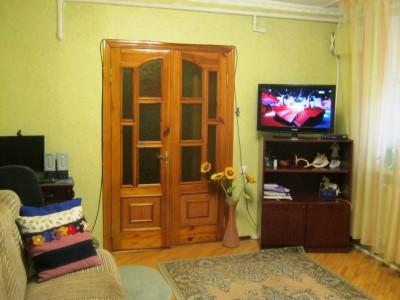 Продам частину будинку, вул.Военкоматська