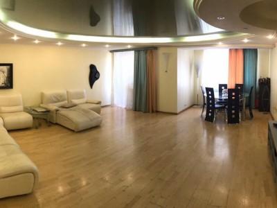 Продам 4-кімн.квартиру в Олександрівському р-ні, вул. святого Миколая