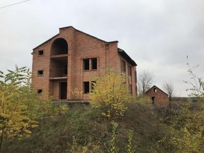 Продам будинок в с. Відрадне, недобуд, 2-х поверховий