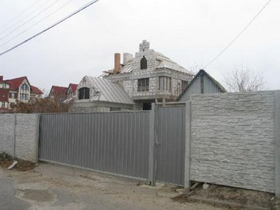 Недобудований будинок в екологічно чистому районі
